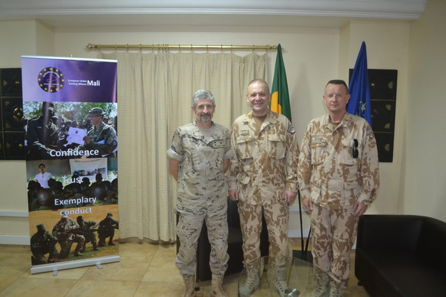 Major General Jiri Baloun, First Deputy Chief of the General Staff, (centre) visited soldiers within Vulnerable Assessment Team which evaluated activities of the Czech Task Force in EU TM