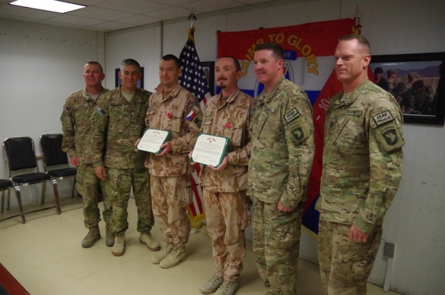Awarded soldiers with U.S. commanders