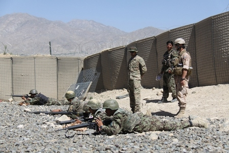 Training of Afghan soldiers in life fires