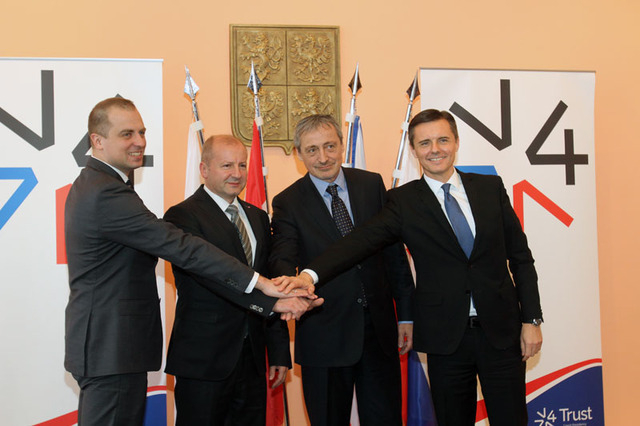 Representatives of the V4 countries at the extraordinary session in Prague