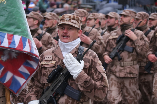 Military parade celebrates 100th anniversary of Czechoslovakia