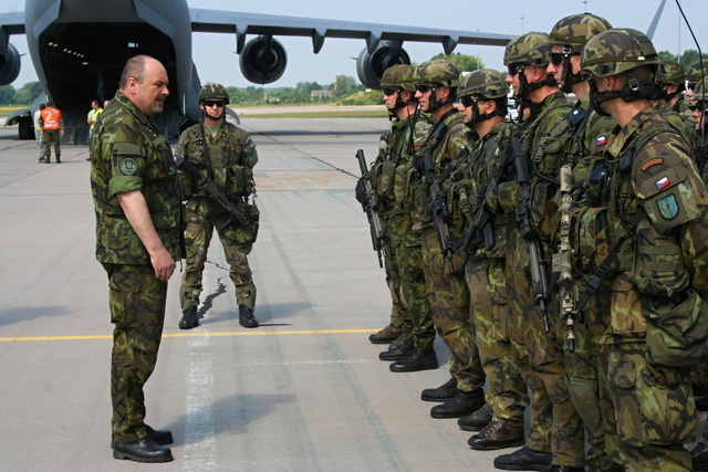Major General Jan Gurnik wishes all the best at the exercise