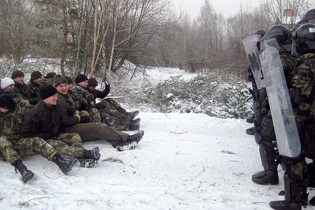 Training - Action against a passive crowd, Kosovo, 2011