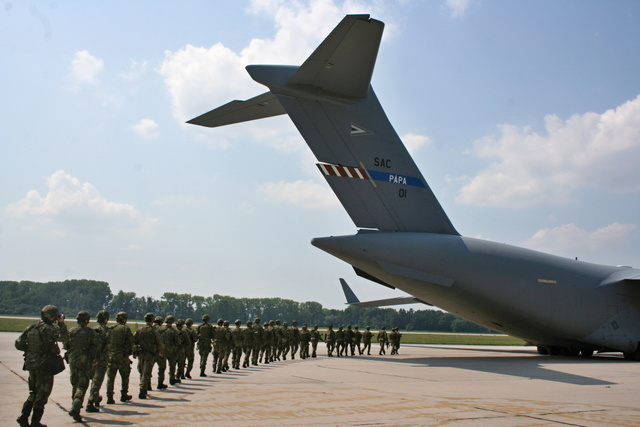 Boarding of soldiers to C-17 Globemaster at Pardubice airport