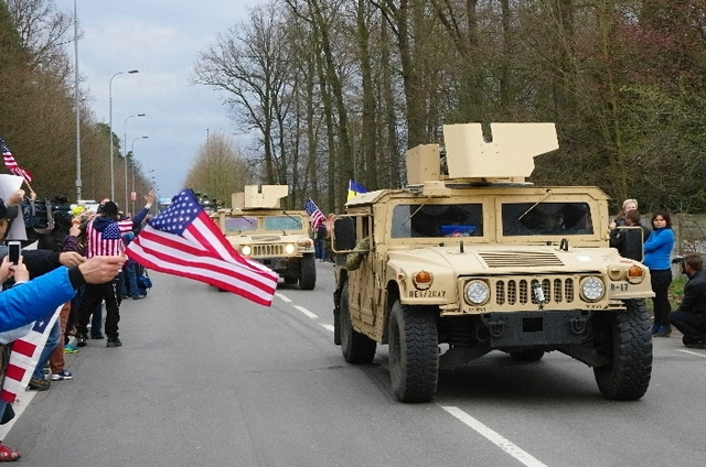 Public in Pardubice welcome the U.S. Army convoy