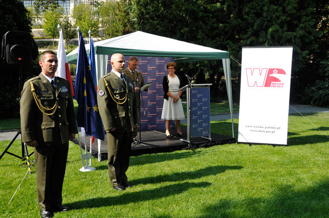 Garden of the Polish Embassy: Captain Roman Rostas and Captain Marek Jerabek, both from the 42nd Mechanised Battalion based in Tabor