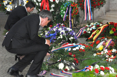 Chairman of the Lower House of Parliament Jan Hamacek and Minister of Defence Martin Stropnicky laying wreaths