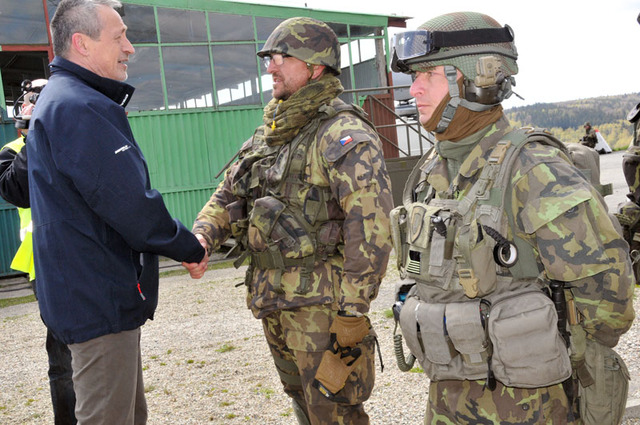 Minister Stropnicky greets Active Reserve soldiers from Liberec Region during Hradba 2016 exercise