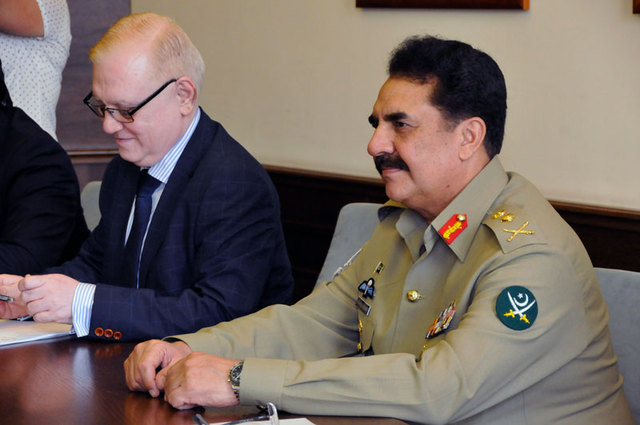 Pakistani delegation led by General Sharif was accompainied by H.E. Tajammul Altaf Chughtai, Ambasador of the Islamic Republic of Pakistan to the Czech Republic