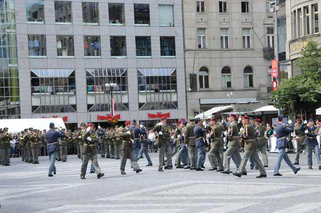 The closing exhibition of the units and the Central Band of ACR presents exacty eighty performers at Wenceslas Square