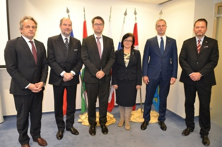 Senior Group of V4 countries holds session in Prague