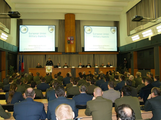 The academic audience of the University of Defence in Brno (1)