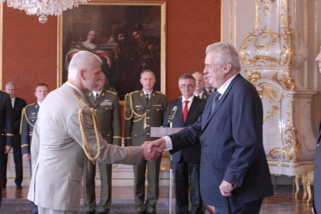President Milos Zeman thanking General Petr Pavel for his work as head of the Czech Armed Forces