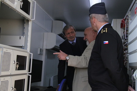 A representative from ELDIS demonstrating the radar systems to Minister Stropnicky