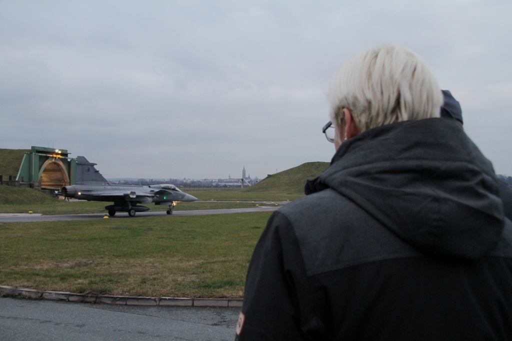 Minister Slechtova observing the situation after the take-off emergency signal for the SAAB 39 Gripen was sounded