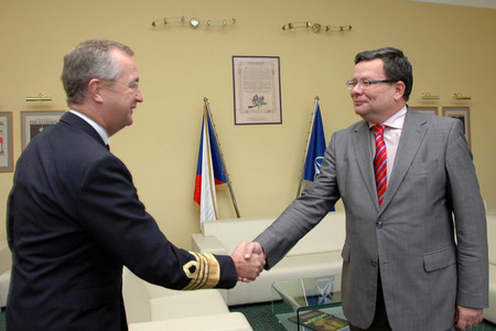 Czech Defence Minister Alexandr Vondra welcomes General Syrén at the Ministry of Defence
