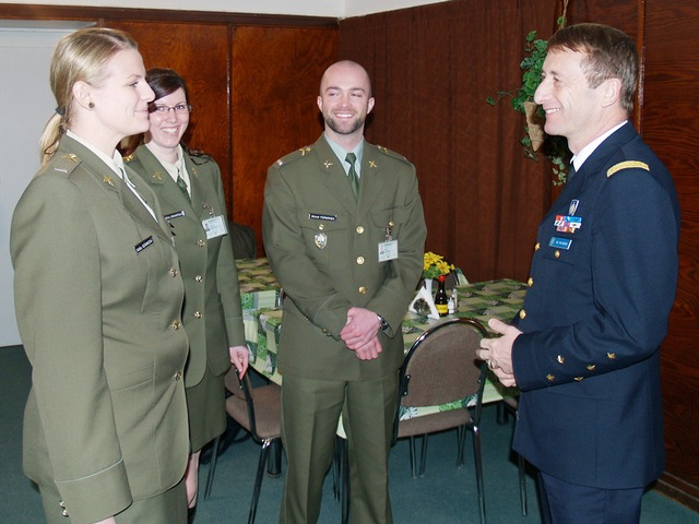 General Patrick de Rousiers meets with students who participated in the Military Erasmus Programme at foreign schools