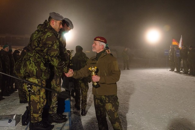 Closing ceremony: General Pavel awards prizes to winners