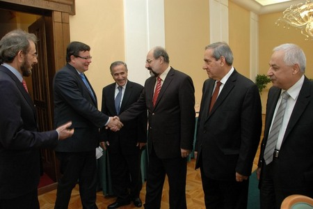 Iraqi Minister of Defence Sadoon Al-Dulaimi presents members of his delegation to Alexandr Vondra