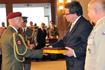 Colonel Pavel Kolar, commander of the 2nd Task Force, and Alexandr Vondra, Minister of Defence of the Czech Republic