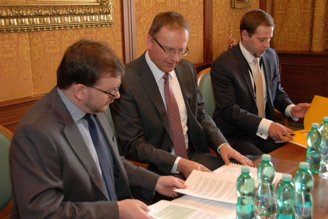 Czech party at talks with EDA representatives