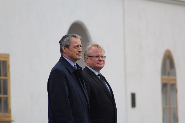Both ministers in front of the Swedish Royal Honour Guard, Stockholm, Sweden