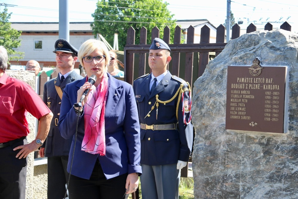 Minister Slechtova paying tribute to the Czech RAF airmen, the natives from Pilsen, who lost their lives during battle