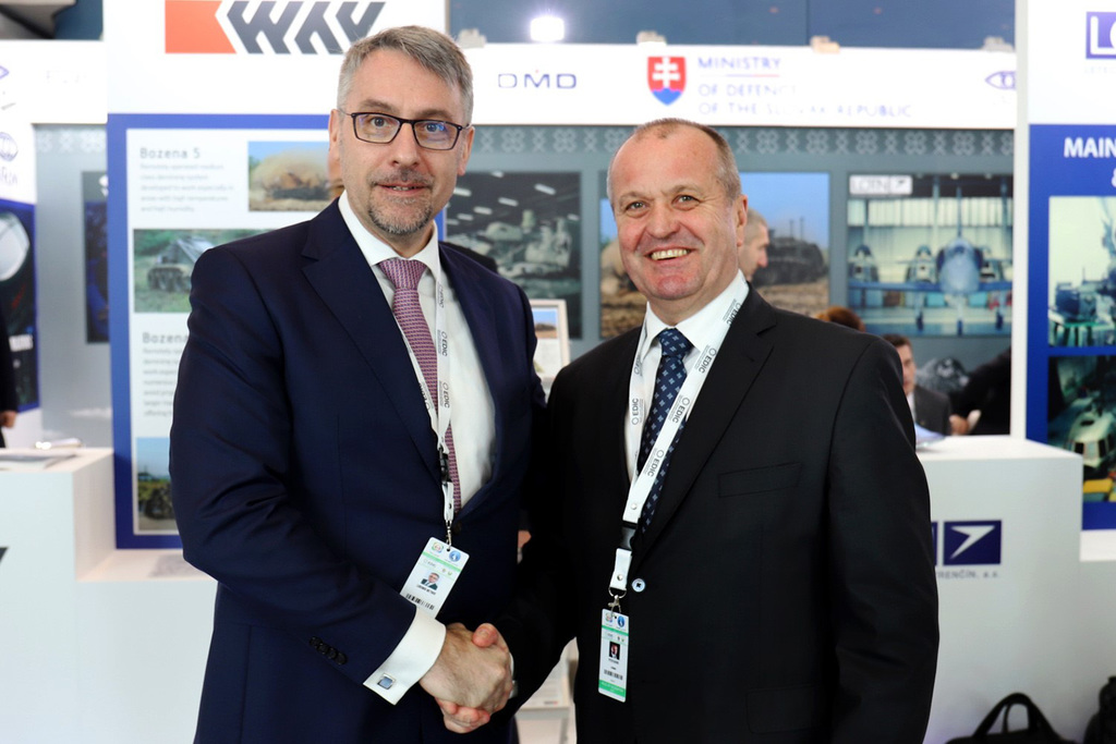e6dbd5fc7 Minister of Defence Lubomír Metnar with his Slovak colleague Peter Gajdoš