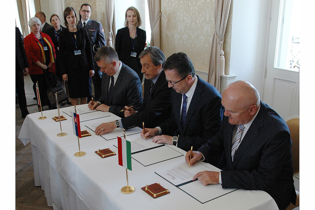 Ministers are signing the Joint Declaration of V4 Group countries