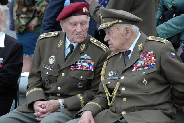 WWII veterans, General Jaroslav Klemes and General Miloslav Masopust were also present at the ceremony