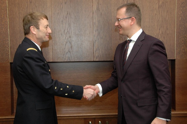 General Patrick de Rousiers meets with State Secretary Daniel Kostoval