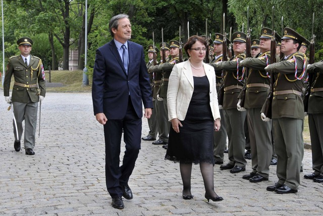 The Honorary Guard of the Czech Armed Forces pays tribute to both ministers