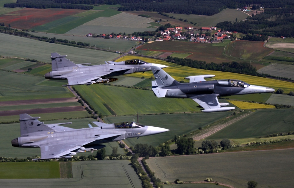 Two SAAB-39 Gripens and an L-159 ALCA light combat aircraft