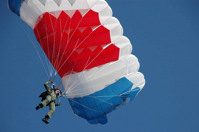 Paratroopers ended the opening ceremony of the sporting event