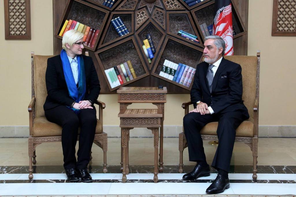 Minister Slechtova speaking with the Chief Executive of the Islamic Republic of Afghanistan, Dr. Abdullah Abdullah
