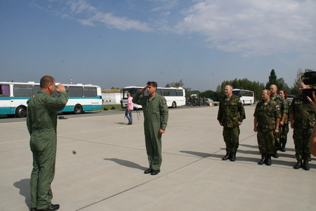 Contingent´s commander Colonel Lanci reports to Brigadier General Jaroslav Kankia at the airport before departure to Lithuania