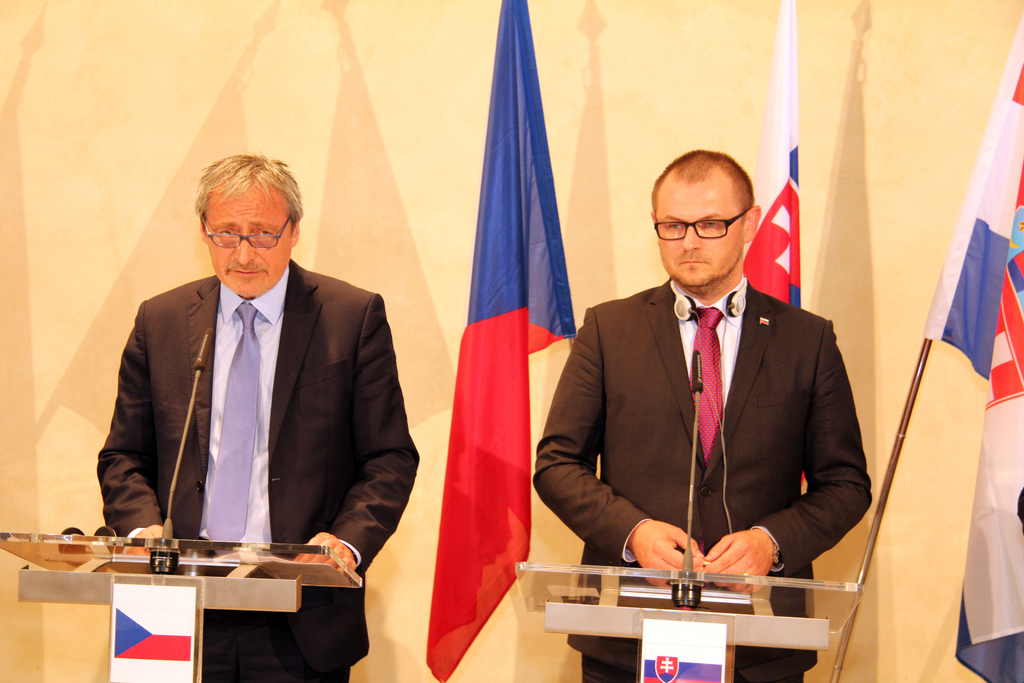 Slovak Minister of Defence Secretary voicing his agreement with the joint anti-immigration exercise