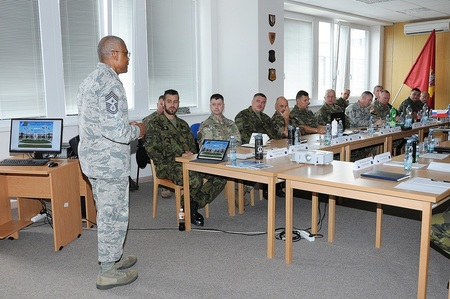 V4 and SPP Command Senior Enlisted Leaders meet and discuss NCOs development and future cooperation