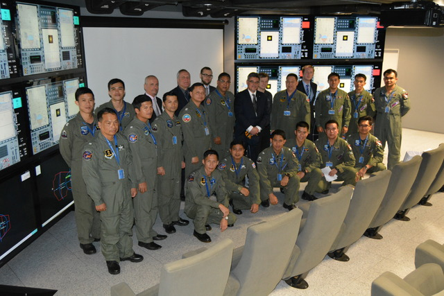 Thai pilots in the LOM Tactical Simulation Centre in Pardubice (1)