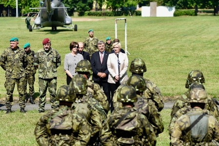 Minister Slechtova and General Opata bid farewell to soldiers deploying to Latvia