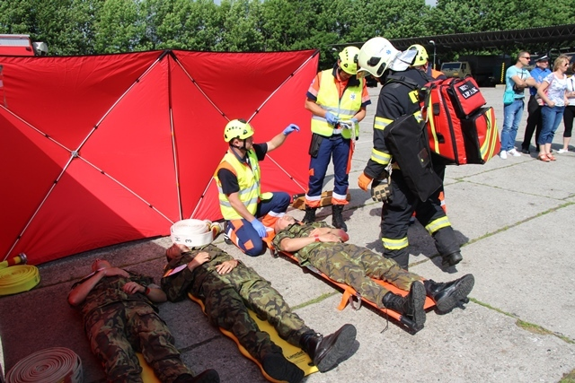 The first and pre-hospital treatment of the wounded
