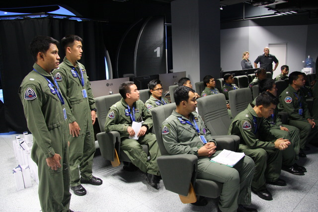 Thai pilots in the LOM Tactical Simulation Centre in Pardubice (2)