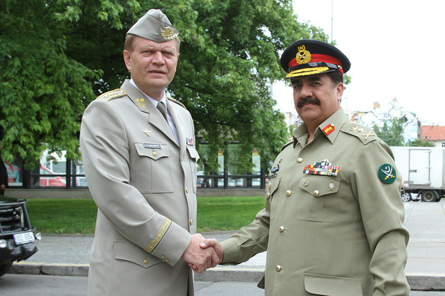 General Becvar welcoming General Sharif in the Czech Republic