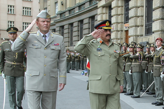 General Becvar and General Sharif saluting the Honour Guard in front of the Czech General Staff