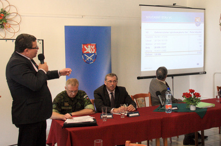 Minister Alexandr Vondra presents plans to reduce Military Region Libava to mayors of communities to be affected by changes