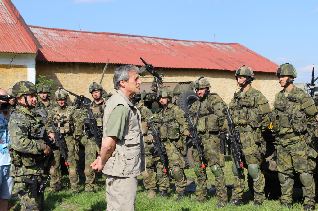 Minister Stropnicky talking to soldiers