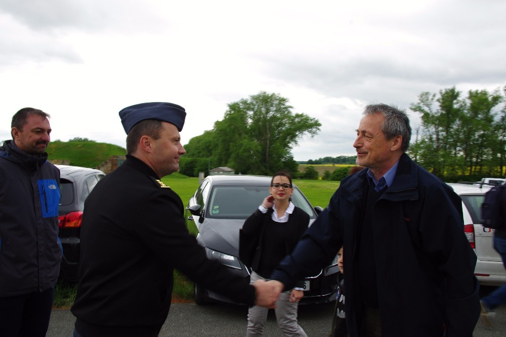 Minister Martin Stropnicky greeting the Commander of the Base, Colonel Petr Tomanek