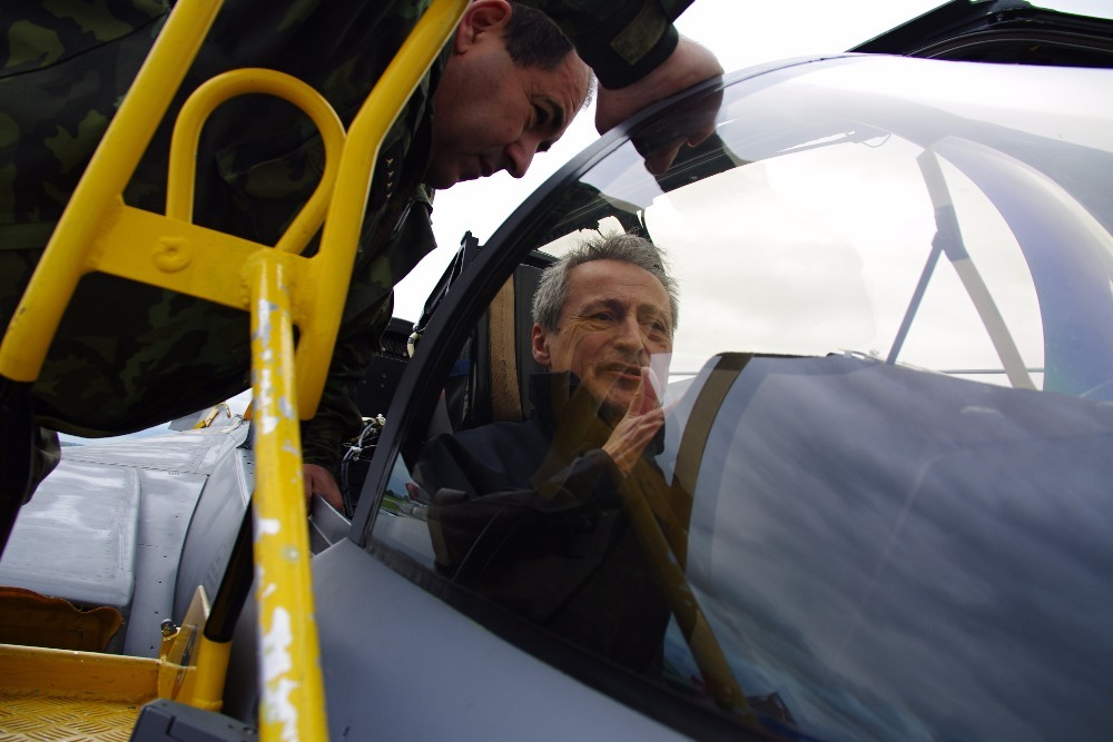 Minister Stropnicky at the SAAB cockpit