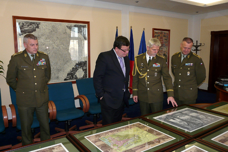A special gift for outgoing minister - a set of historical military maps of Prague