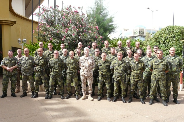 4th Czech Unit EU TM in Mali terminating its African mission. A group photo with General Pavel